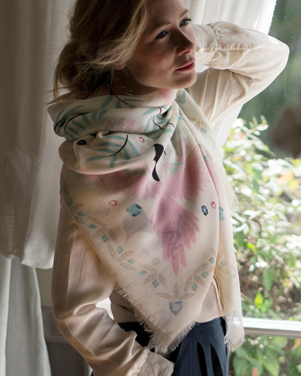 LE-CHALE-BLEU-cashmere-shawls-home-magpies-cream