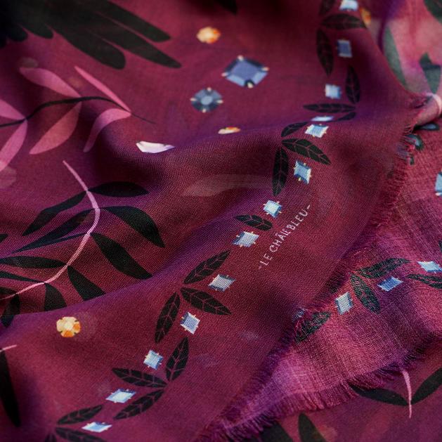 lechalebleu-cashmere-and-wool-shawl-treasure-hunters-burgundy-closeup-2
