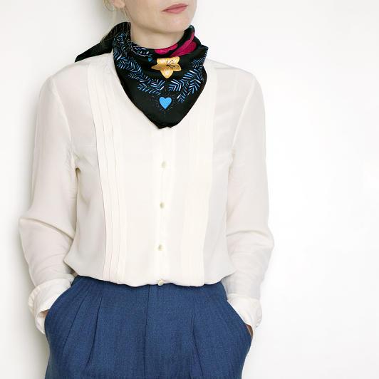 lechalebleu-silk-twill-bandana-panthere-black-model