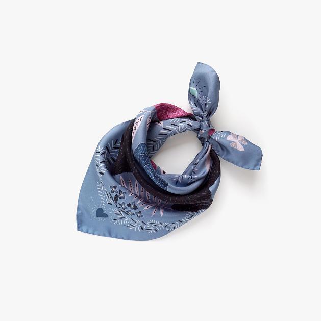 lechalebleu-silk-twill-bandana-panthere-grey-folded