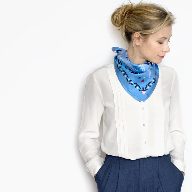 lechalebleu-silk-twill-bandana-treasure-hunters-blue-model