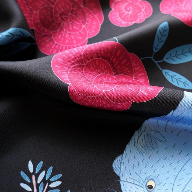 lechalebleu-silk-twill-scarf-panthere-black-closeup