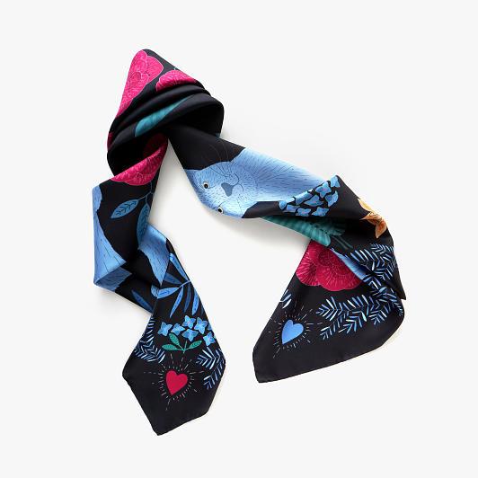 lechalebleu-silk-twill-scarf-panthere-black-folded