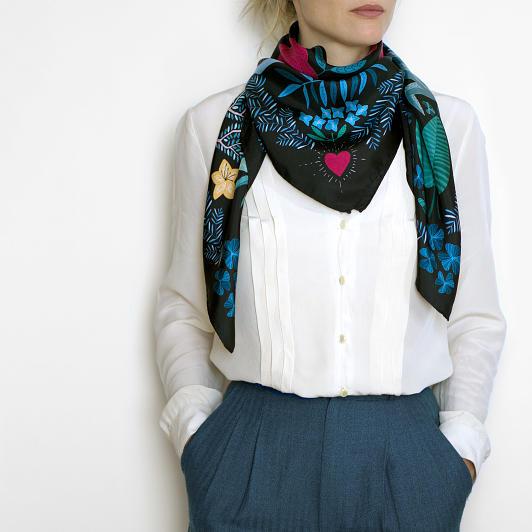 lechalebleu-silk-twill-scarf-panthere-black-model