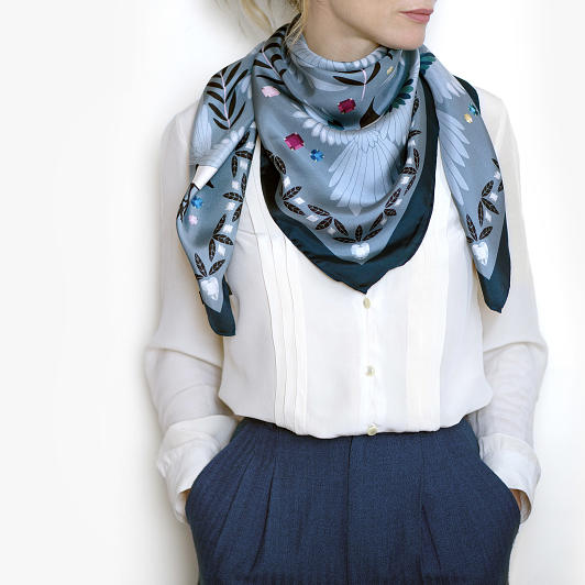 lechalebleu-silk-twill-scarf-treasure-hunters-grey-model