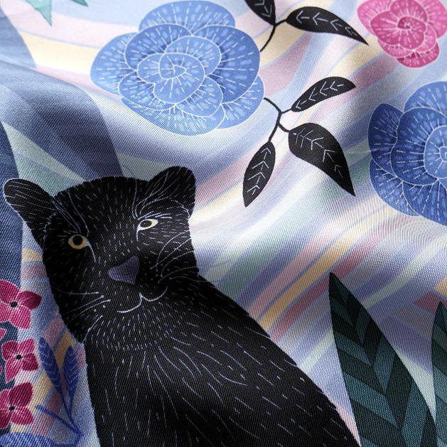 lechalebleu-silk-twill-bandana-panthere-lilac-closeup
