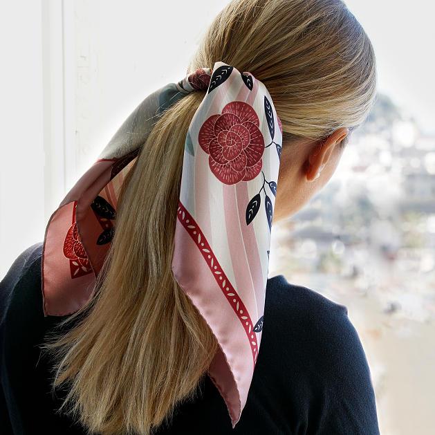 LE-CHALE-BLEU-silk-twill-bandana-panther-wavy-pink-5