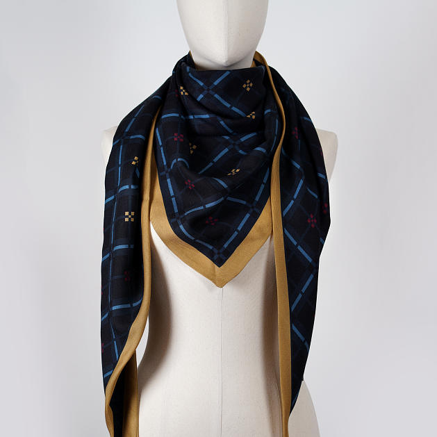 LE_CHALE_BLEU-wool-and-silk-triangle-shawl-magpies-caramel-blueberry-4