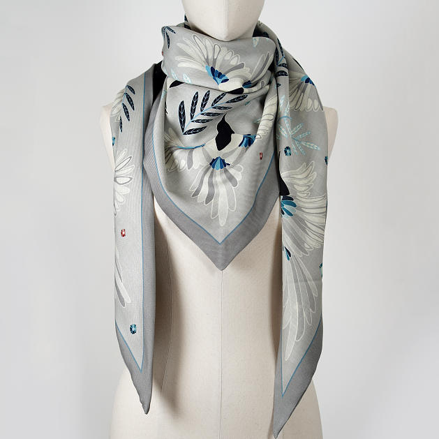 LE_CHALE_BLEU-wool-and-silk-triangle-shawl-magpies-gray-3