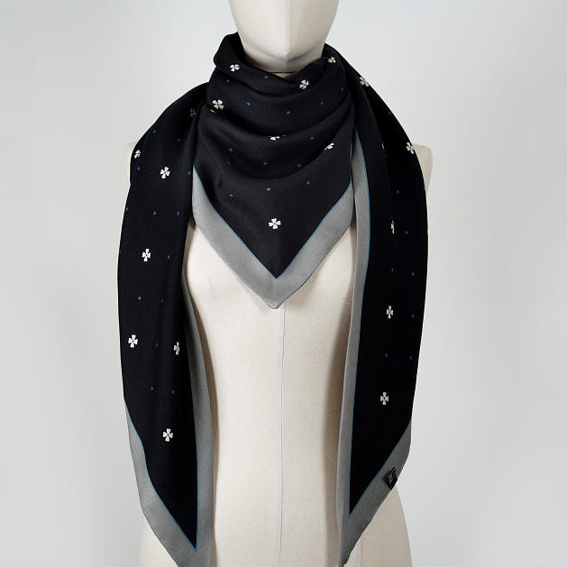 LE_CHALE_BLEU-wool-and-silk-triangle-shawl-magpies-gray-4