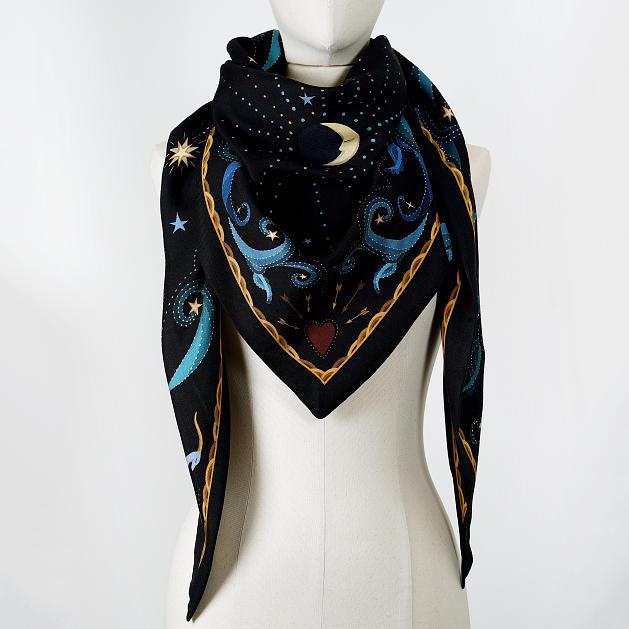 LE_CHALE_BLEU-wool-and-silk-triangle-shawl-moon-black-3