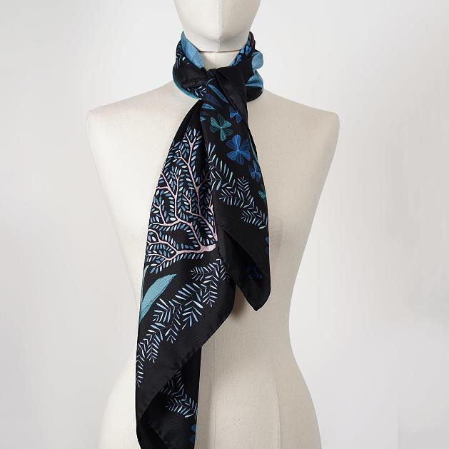 le-chale-bleu-silk-twill-scarf-panther-black-reedit-5