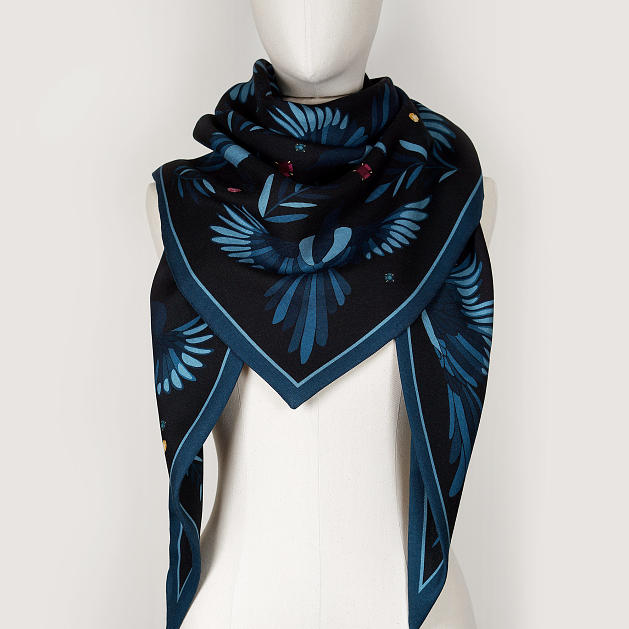 LE_CHALE_BLEU-wool-and-silk-triangle-shawl-magpies-midnight-3