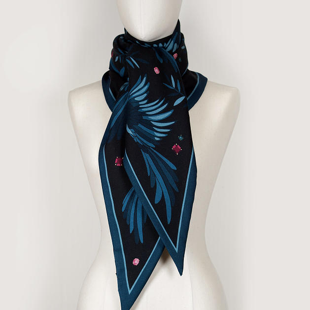 LE_CHALE_BLEU-wool-and-silk-triangle-shawl-magpies-midnight-5